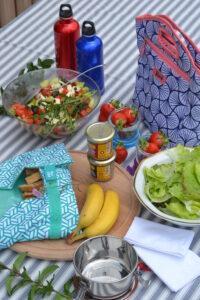 On utilisera les fruits et légumes de saison et on adaptera en fonction de vos goûts. Un morceau de fromage, un yaourt, de la compote....